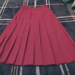 Dresses & Skirts - Burgundy pleated skirt